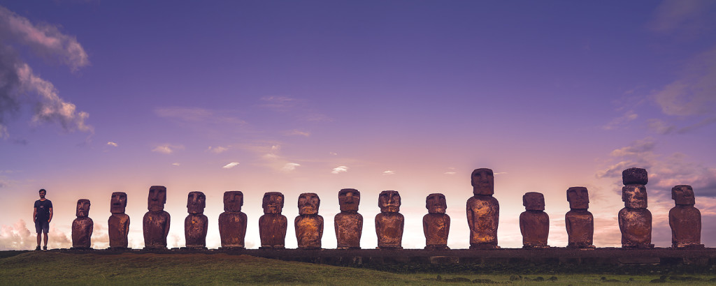 Die bekanntesten Moai Statuen / Figuren der Osterinsel: Ahu Tongariki auf der Rapa Nui - Chile © PhotoTravelNomads.com