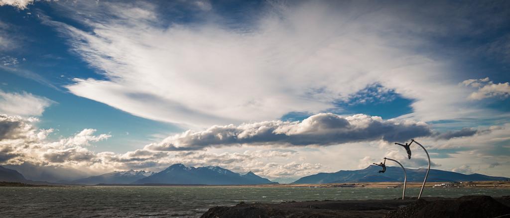 Sportler an der Küste in Puerto Natales