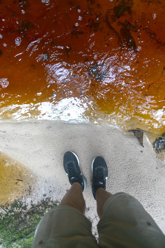 Eisenhaltiges rotes Wasser im Bako Nationalpark© PhotoTravelNomads.com