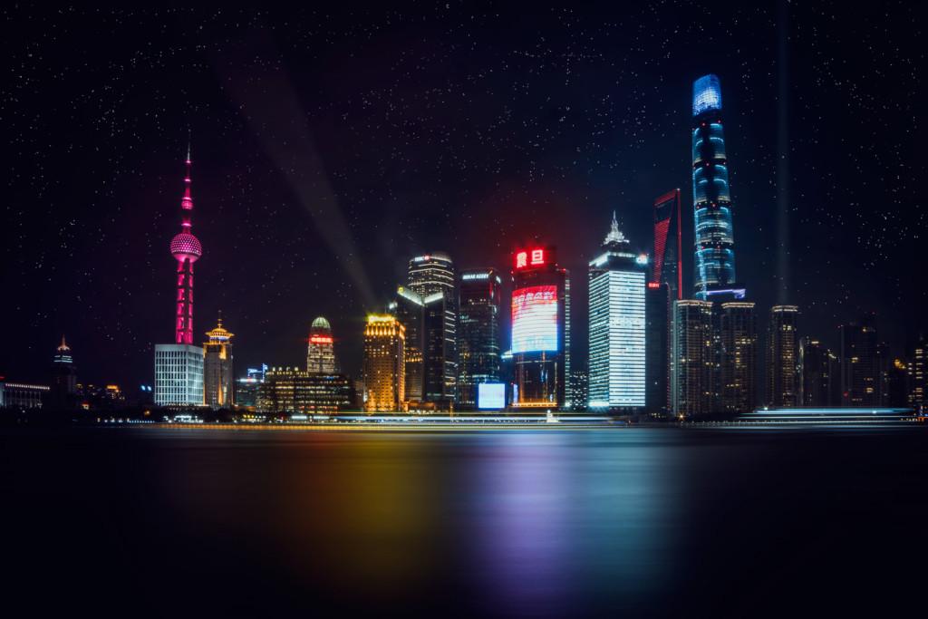 """""""The Bund"""" Shanghai Skyline bei Nacht © PhotoTravelNomads.com"""