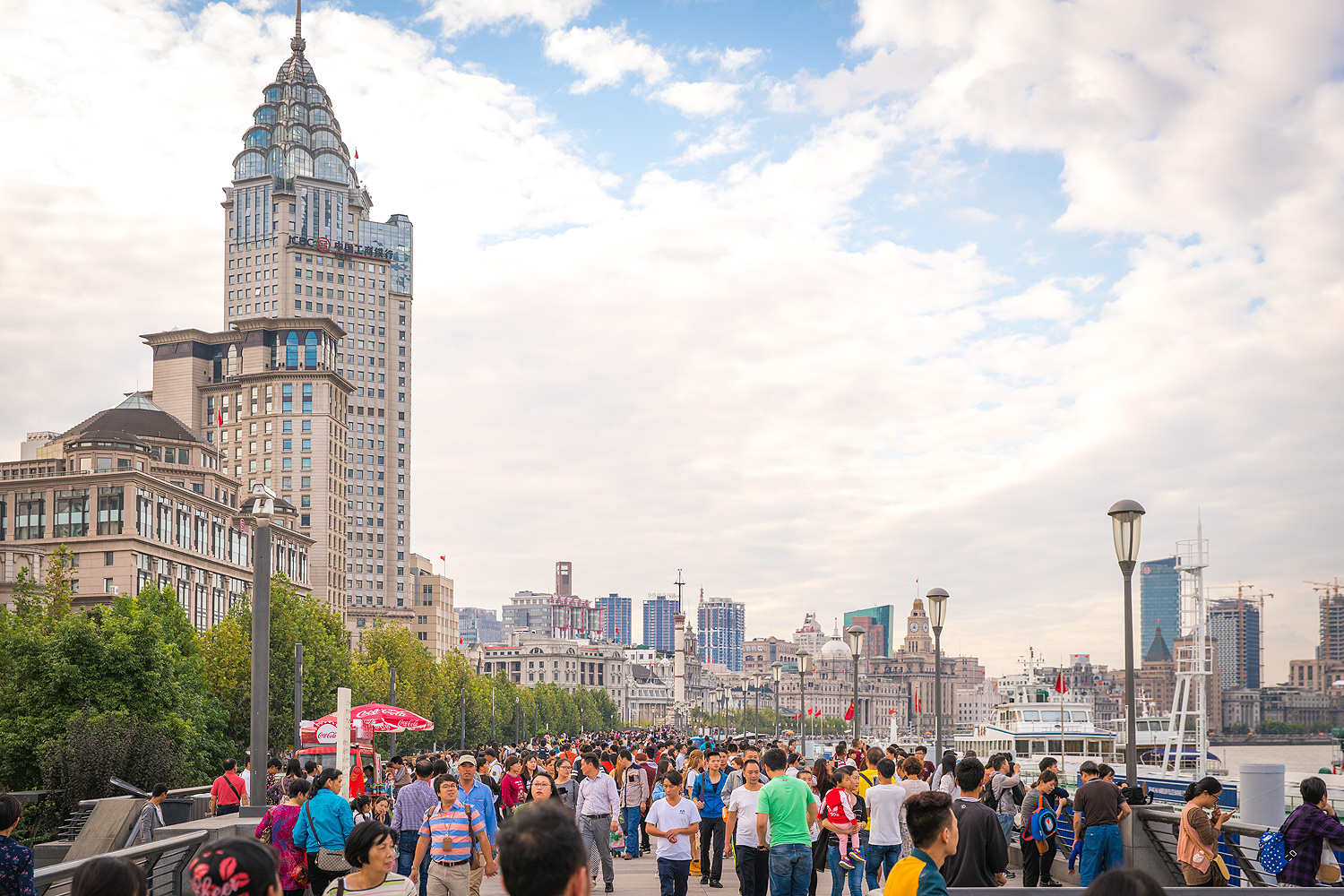 Shanghai China Reiseblog: The Bund Promenade © PhotoTravelNomads.com