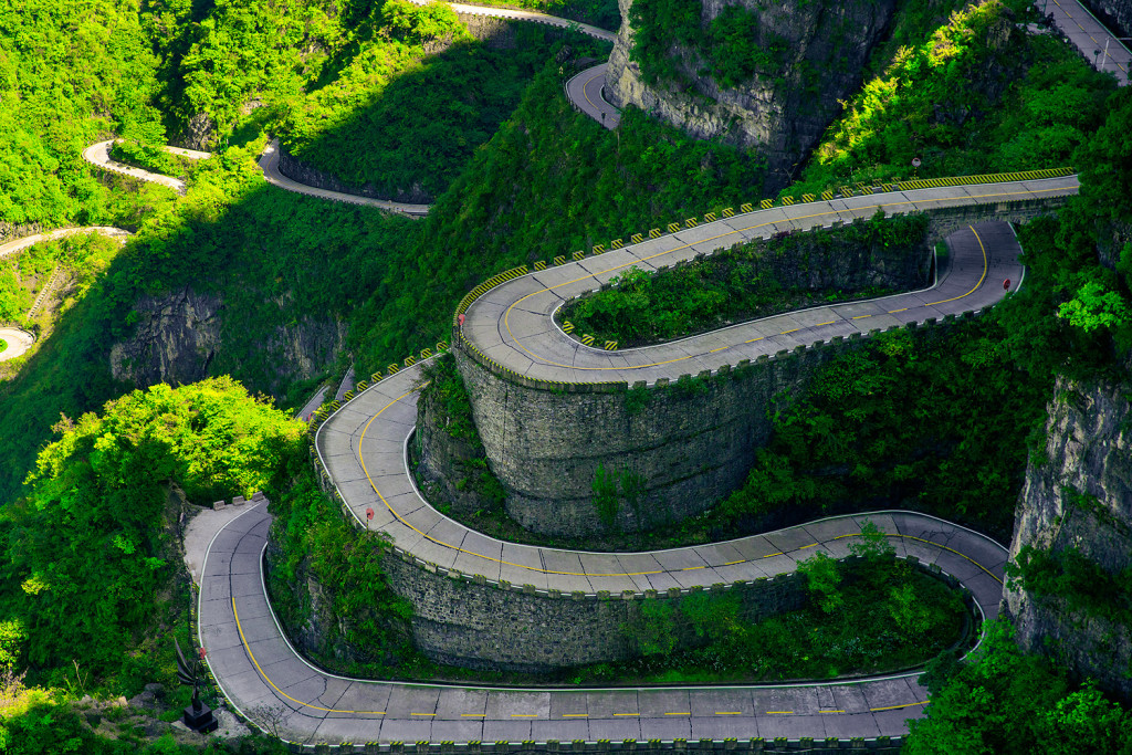 Serpentinen am Tianmen Mountain in Zhangjiajie (Hunan) China © PhotoTravelNomads.com