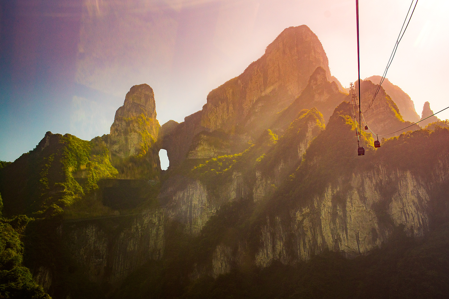 Cable Car am Tianment Mountain in Zhangjiajie (Hunan) China © PhotoTravelNomads.com