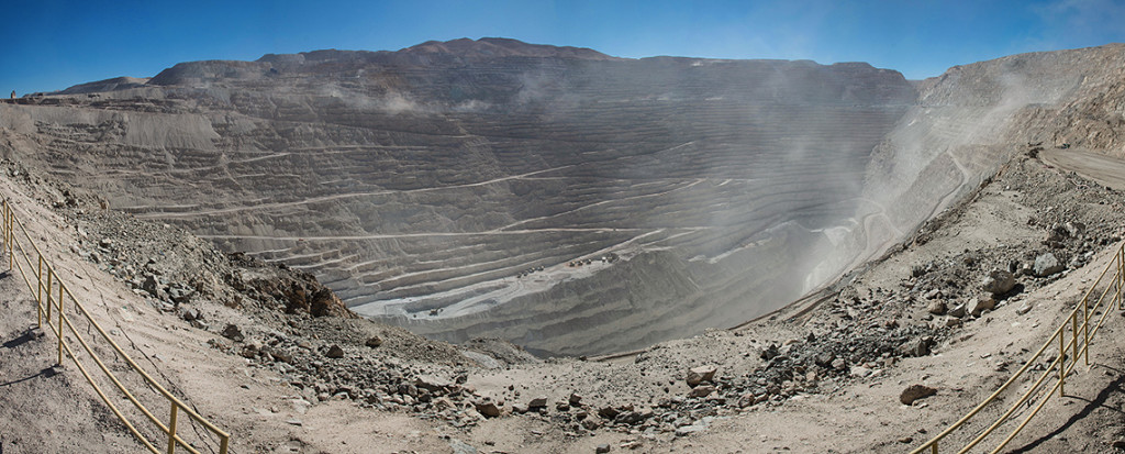 "Chuquicamata Mine Panorama © Photo by <a href=""https://de.wikipedia.org/wiki/Benutzer:Berg2"">Berg2</a>"