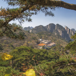 Hotel in Yellow Mountains im Huangshan Gebirge © PhotoTravelNomads.com