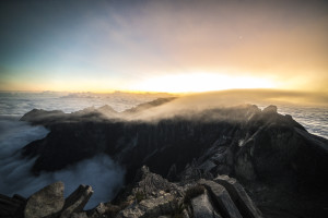 Sonnenaufgang am Mount Kinabalu - Low Peak © PhotoTravelNomads.com