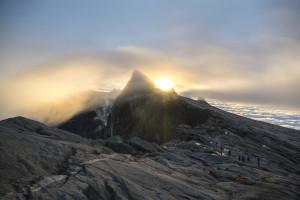 Sonnenaufgang am Mount Kinabalu © PhotoTravelNomads.com