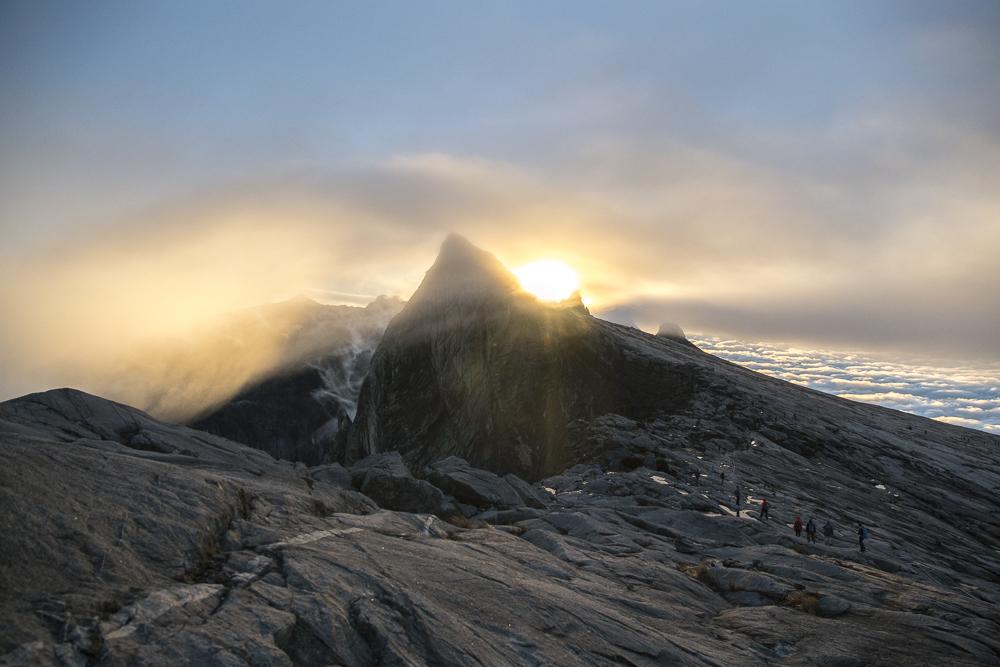 Mount Kinabalu Tour: Sonnenaufgang am Mount Kinabalu © PhotoTravelNomads.com