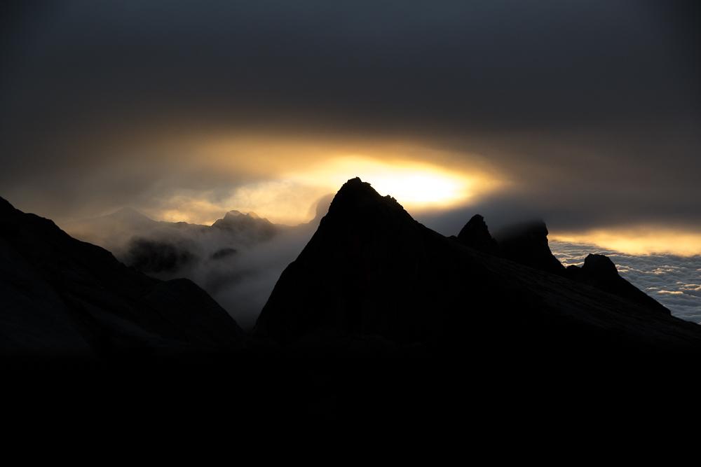 Sunrise Mount Kinabalu nach erfolgreicher Besteigung © PhotoTravelNomads.com