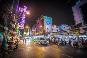 Straßen von Bangkok bei Nacht