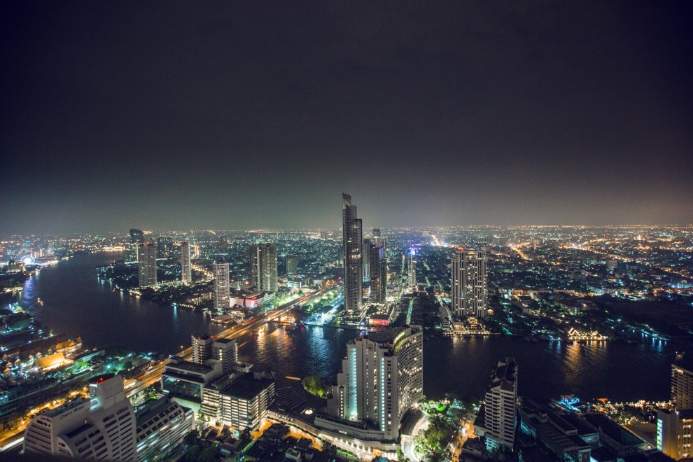 Thailand Reiseblog: View from Lebua State Tower in Bangkok at night © PhotoTravelNomads.com