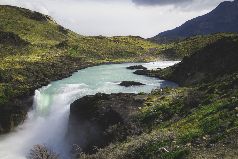 Chile Reiseblog: Sehenswürdigkeiten Torres del Paine - Salto Grande Waterfall (Patagonien) ©PhotoTravelNomads.com