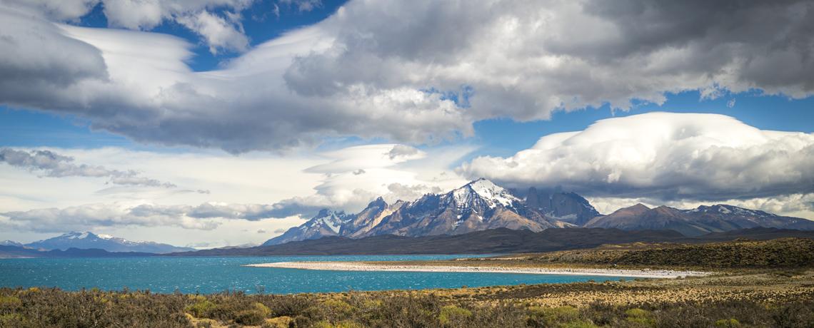 Lago Sarmiento im Torres del Paine Nationalpark © PhotoTravelNomads.com