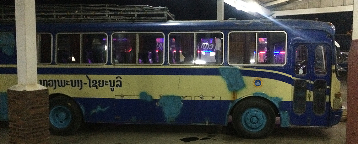 Laos Reiseblog: Old Bus from Luang Prabang to Vientiane © PhotoTravelNomads.com