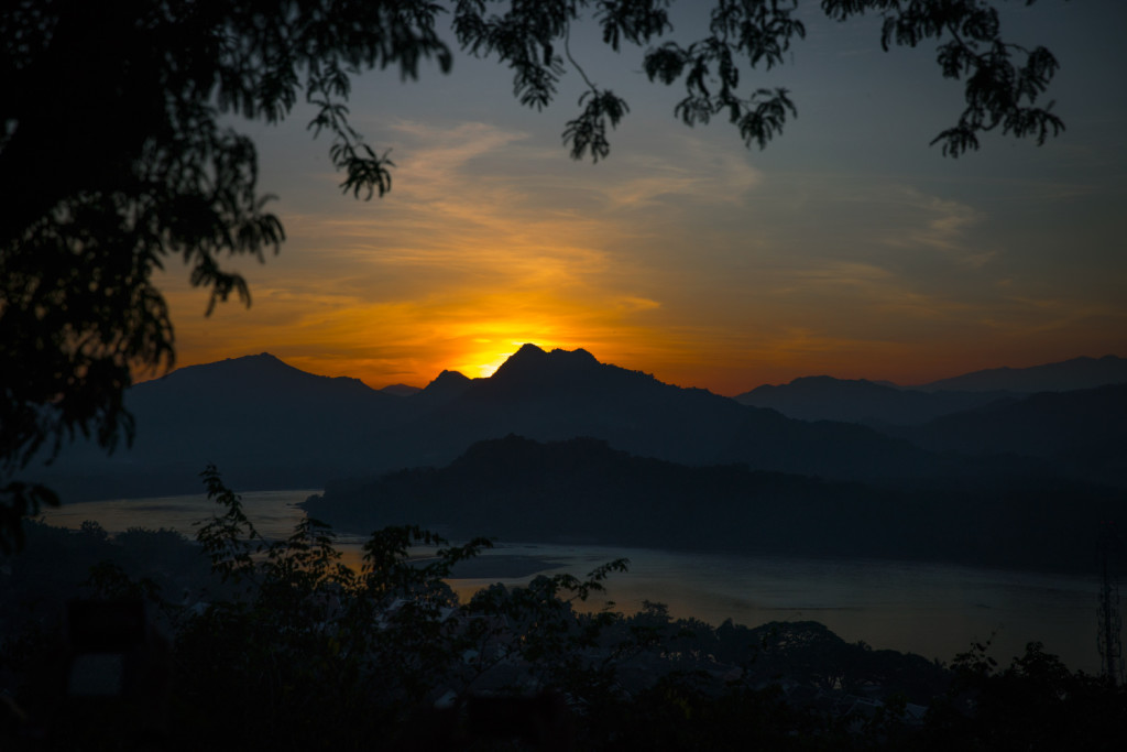 Reiseblog Laos: Luang Prabang sunset view from Mount Phousi © PhotoTravelNomads.com