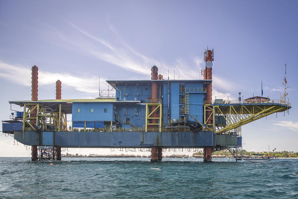 Eine alte Bohrinsel als Tauchhotel: Seaventures Dive Rig bei Mabul Island