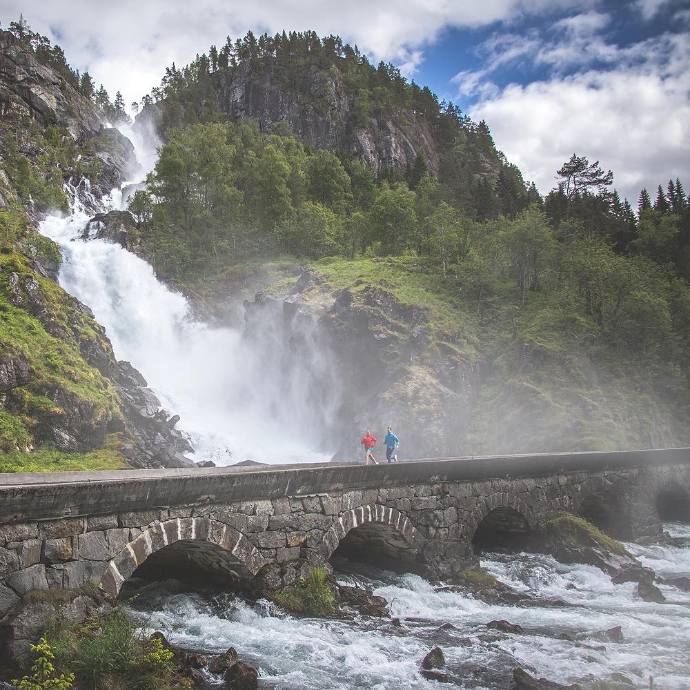 Sehenswürdigkeiten in Norwegen : Latefossen © PhotoTravelNomads.com