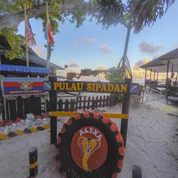 Pulau Sipadan Island © PhotoTravelNomads.com