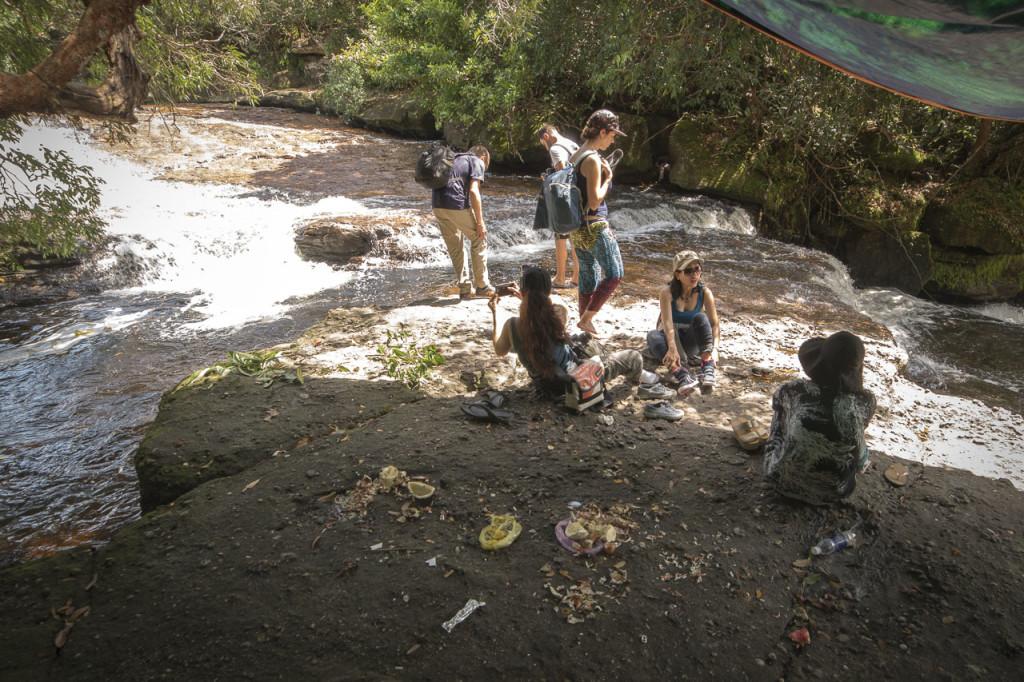 Suoi Da Ban Stream Müll überall © PhotoTravelNomads.com