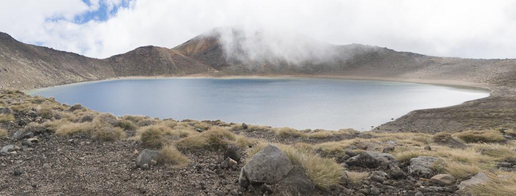 Tourist stirbt beim Tongariro Crossing am Blue Lake in Neuseeland © PhotoTravelNomads.com