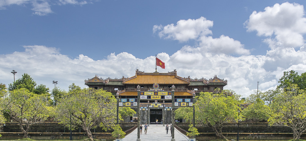 Vietnam Reiseblog: Royal Palace in Hue ©PhotoTravelNomads.com