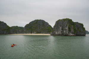 Kayaking in der Bai Tu Long Bay © PhotoTravelNomads.com