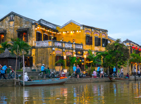 Hafenstadt Hoi An in Vietnam © PhotoTravelNomads.com