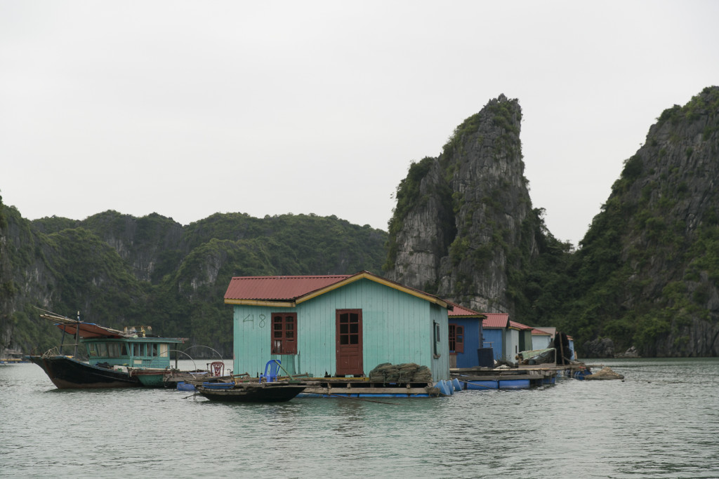Vietnam Reisblog: Fisher Village in Bai Tu Long Bay © PhotoTravelNomads.com