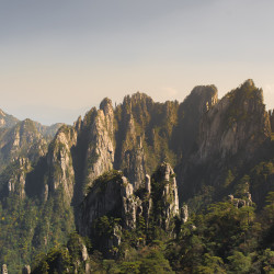 Yellow Mountains im Huangshan Gebirge © PhotoTravelNomads.com