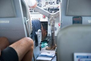 Barfuß Pilot im Wasserflugzeug