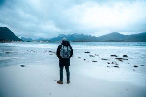 Entdecke interessante Reiseziele - Lofoten Rambergstranda im Dezember