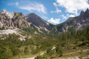 Rückseite vom Watzmann (links) Trischübelpass (rechts/bewaldet)