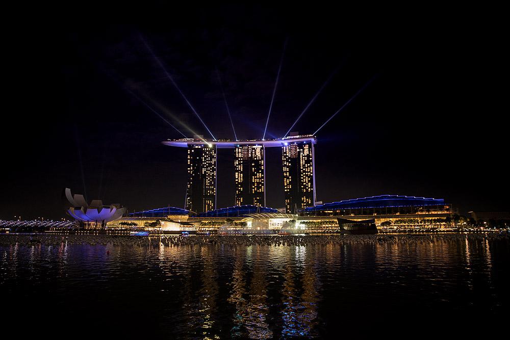 Weihnachten in Singapur - Marina Bay Sands Hotel Lasershow © PhotoTravelNomads.com